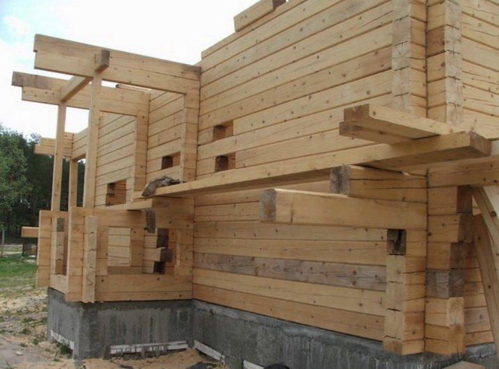 Большой дом из бруса требует значительных затрат в том числе и на фундамент