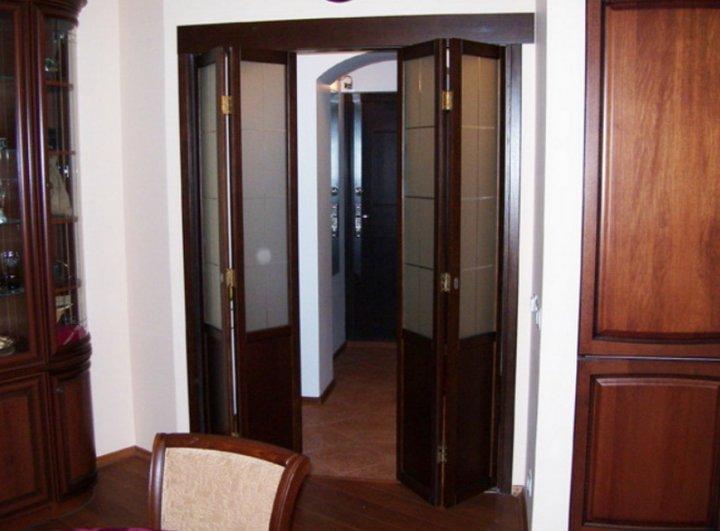 Складные двери вписываются в дизайн помещения