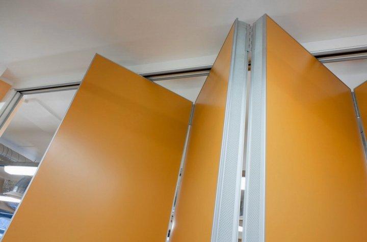 Двери могут иметь множество складывающихся ламелей