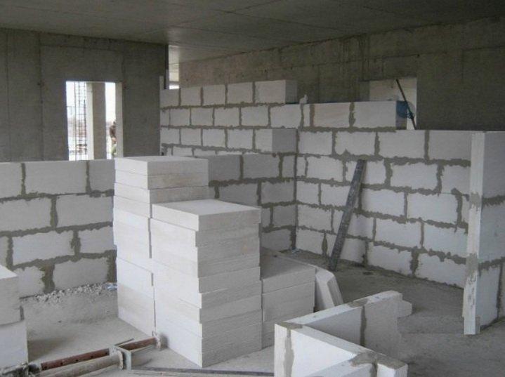 Строительство межкомнатной перегородки из газобетона
