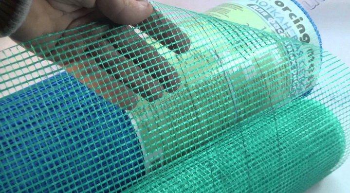 Слой шпаклевки может упрочняться штукатурной сеткой