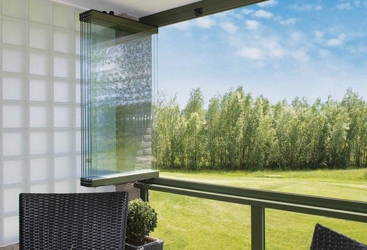 Складывающиес стекла на балконе