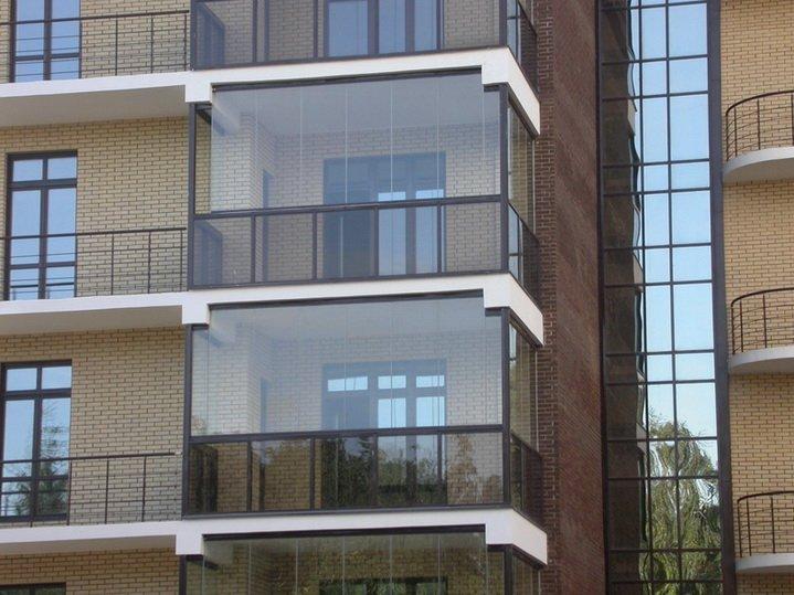 Особые балконы без рам из закаленного стекла