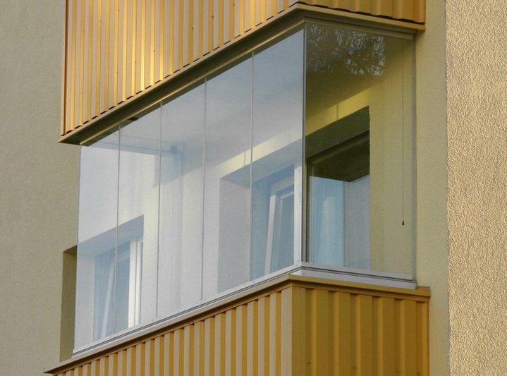 Балкон с холодным безрамным остеклением