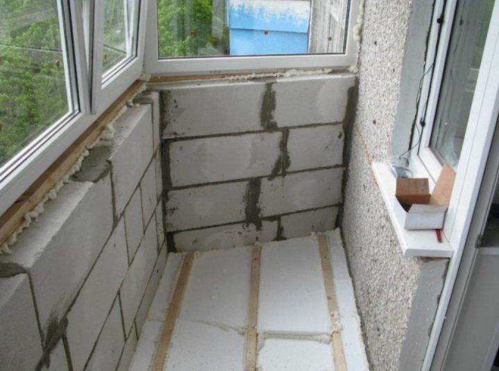Утепление балкона и лоджии может быть выполнено газобетоном