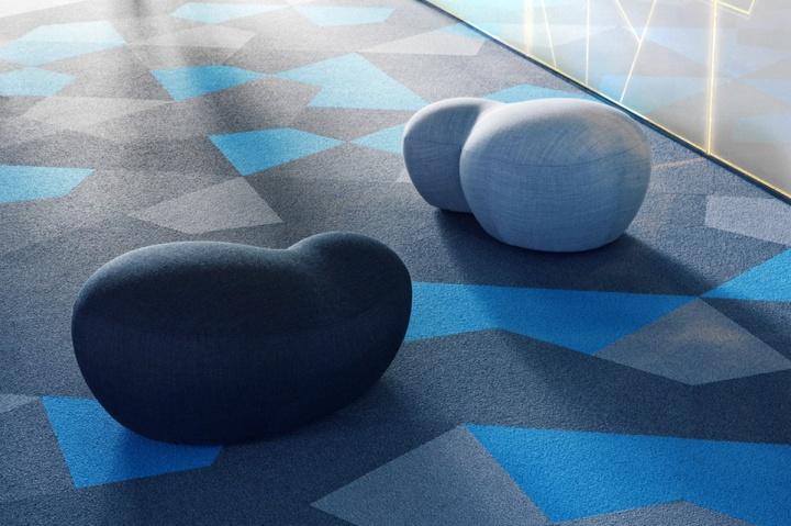 Особый дизайн помещения с ковровой плиткой