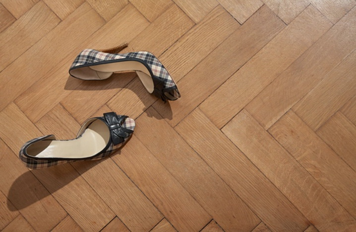 Туфли с острыми  каблуками опасны для паркета