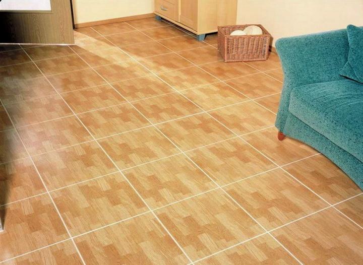 Диагональная укладка плитки в большой комнате