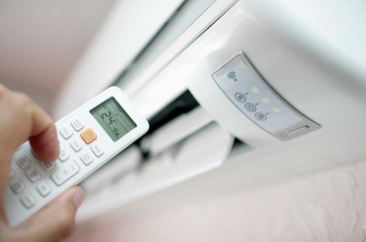 Хороший кондиционер на стене охладит воздух