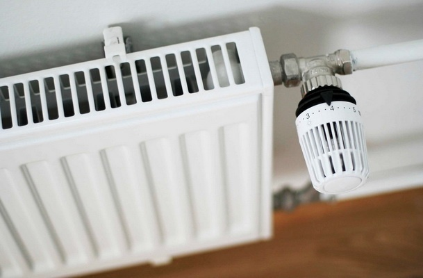 Термоголовка установлена для оперативного регулирования температуры