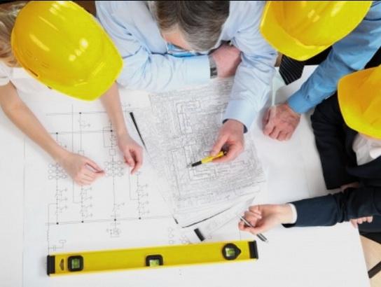 В строительстве дома принимают участие многие специалисты