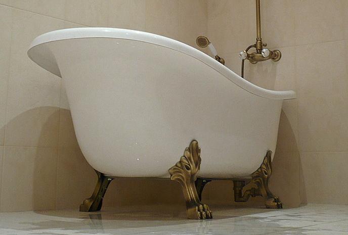 Массивная чугунная ванна