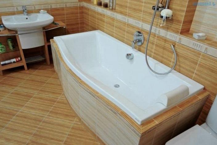 Ванна находится вплотную к стене