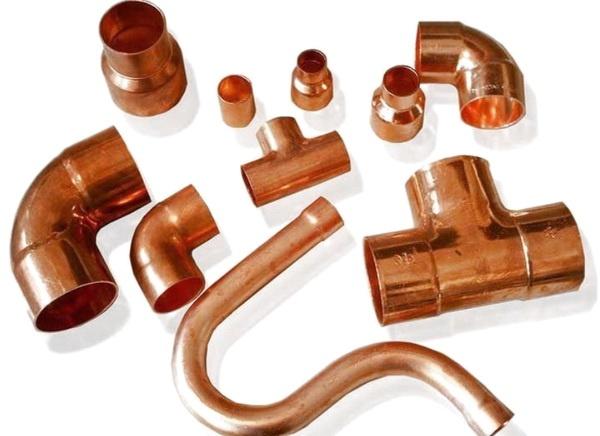 Для монтажа труб используются множетсво фитингов