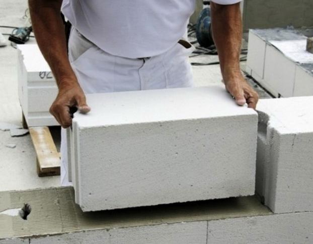 Укладка газобетона при строительстве