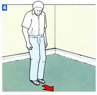 Натяжение и разглаживние материала ногами