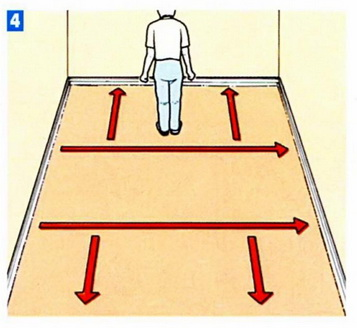 разравнивание коврового покрытия в комнате