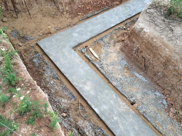Сделанная подбетонка под ленточный фундамент