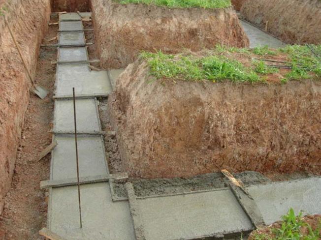 Создание бетонной подготовки в траншее