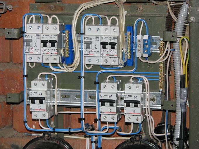 задницы электрощит укладка провода в щите соком