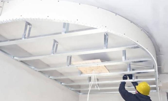 Особенности применения гипсокартона на потолке