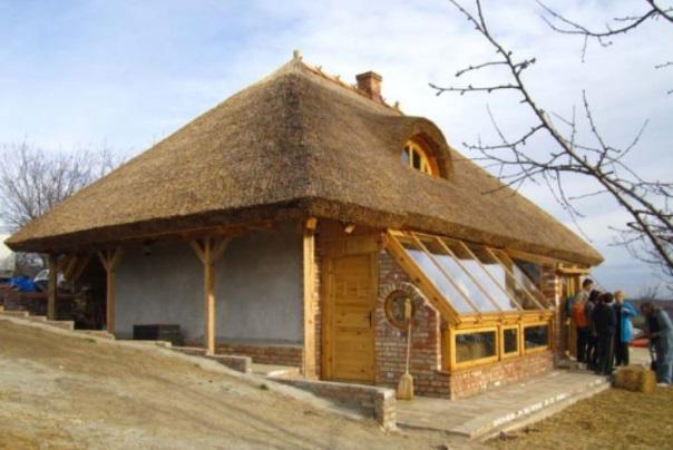 Особенная соломенная крыша