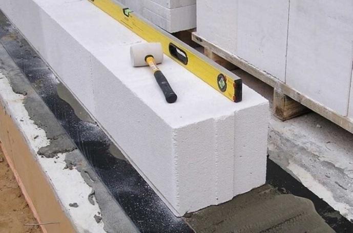 Выравнивание блоков газобетона