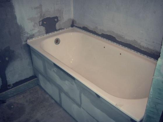 экран для ванны из блоков
