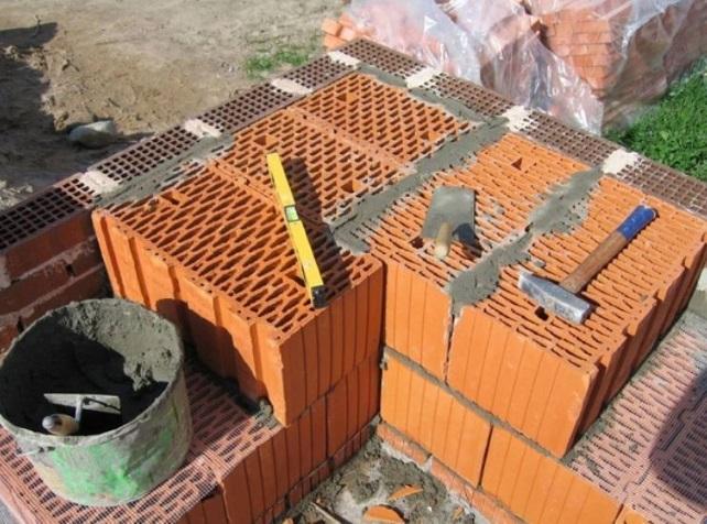 Блоки поризованные в стене