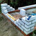 Как выкладывать углы в кирпичной стене, и сделать ровные стены