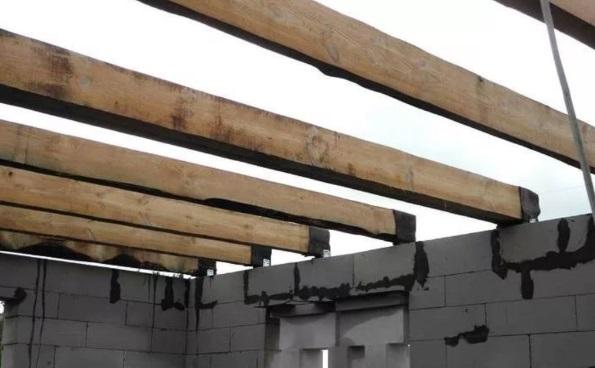 Жесткость и теплоизоляция деревянного перекрытия в доме