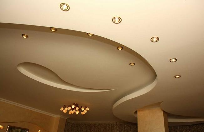 Подвесной фигурный потолок
