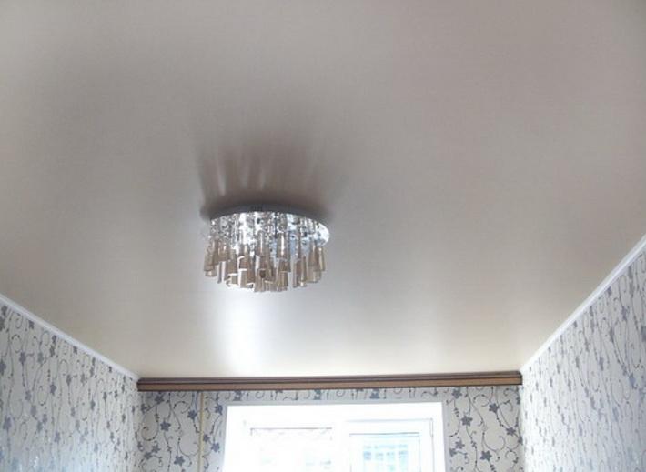 сатиновый потолок в зале