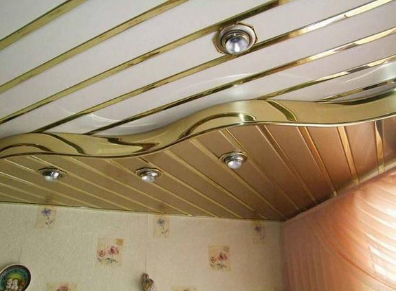 Особенный пластиковый потолок