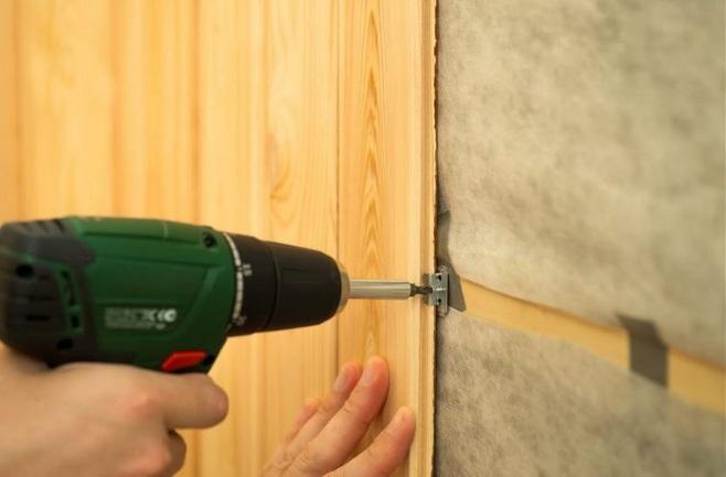 закрепление панелей на стену