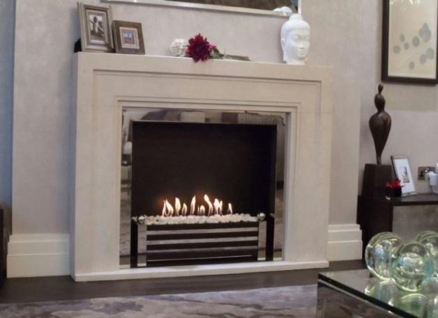 Камин с пламенем для квартиры