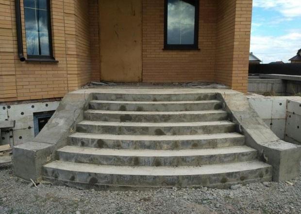 Как сделать наружную лестницу для входа в дом