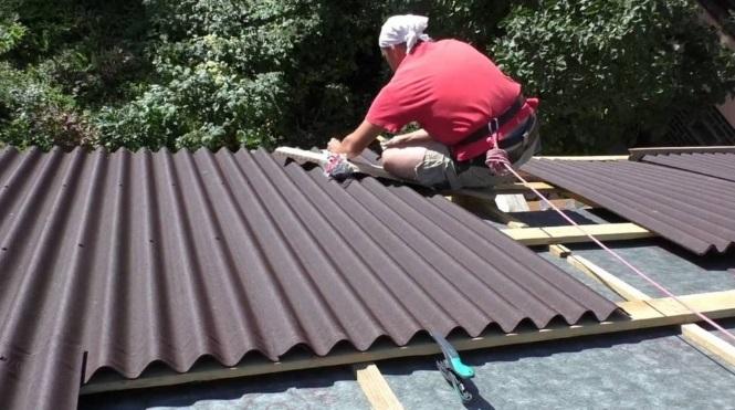 Укладка ондулина на крыше