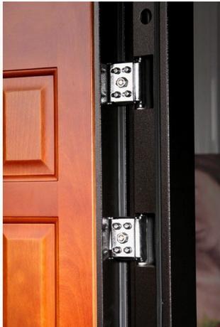 две петли на двери