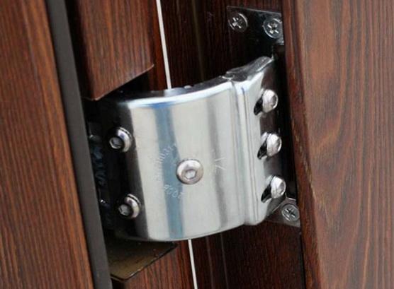Обычные петли на двери