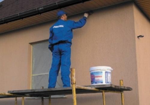 Покраска наружных стен с помоста
