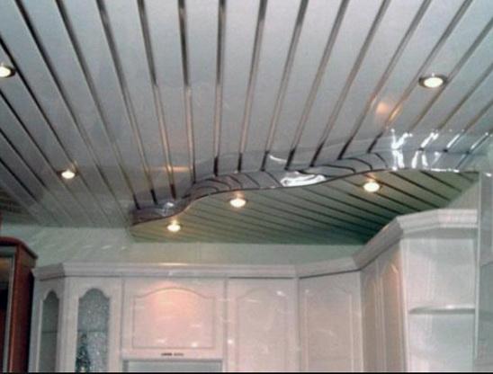 реечный потолок кухонный