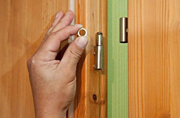 устновка на шайбах входной двери