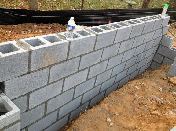 Обычная стена из шлакоблока