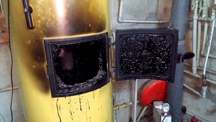 Загрязненный пиролизный котел
