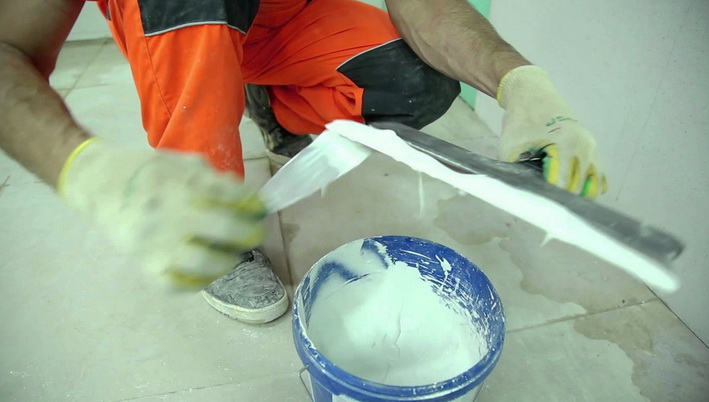 Накладывание шпаклевки на шпатель
