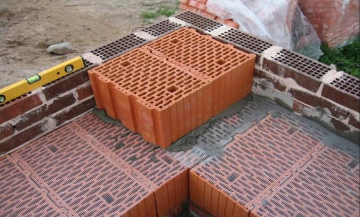 Обкладка блоков кирпичем
