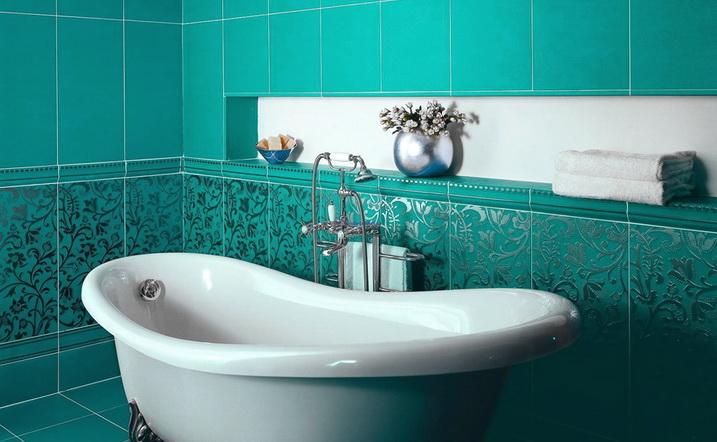 большая ванная с плиткой
