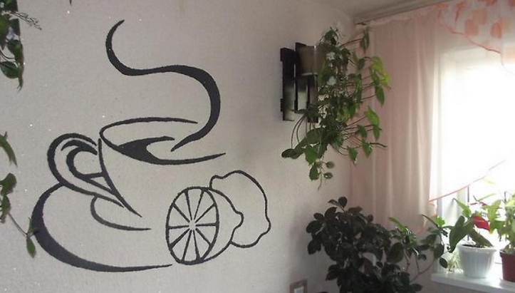 рисунок на стене с обоями
